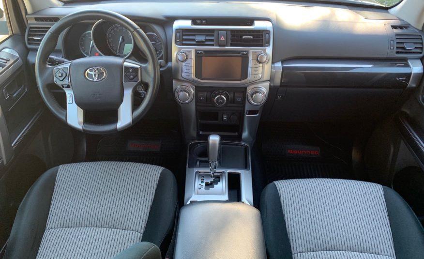 Toyota 4 Runner SR5 4×2 AT 2015